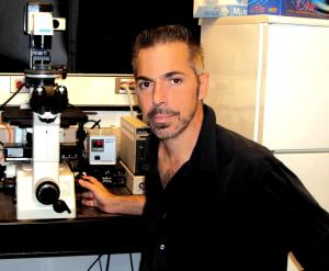 Robert_Lanza_in_laboratory